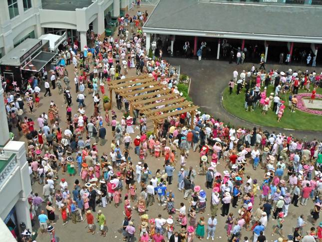 Crowds at Kentucky Oaks 2012