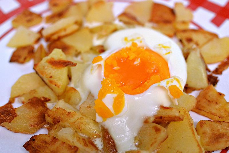 goldrich-eggs-golden-yolks