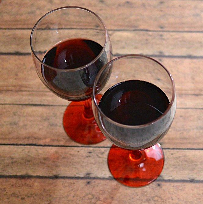 2-wine-glasses-made-in-america